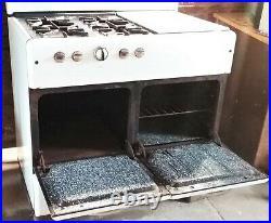 Antique 1930s Wedgewood Robertshaw Gas Stove Range Cast Iron Porcelain Enamel