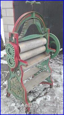Antique XIX c. Original Cast Iron Ornamental Mangle. Clothes wringer England 60